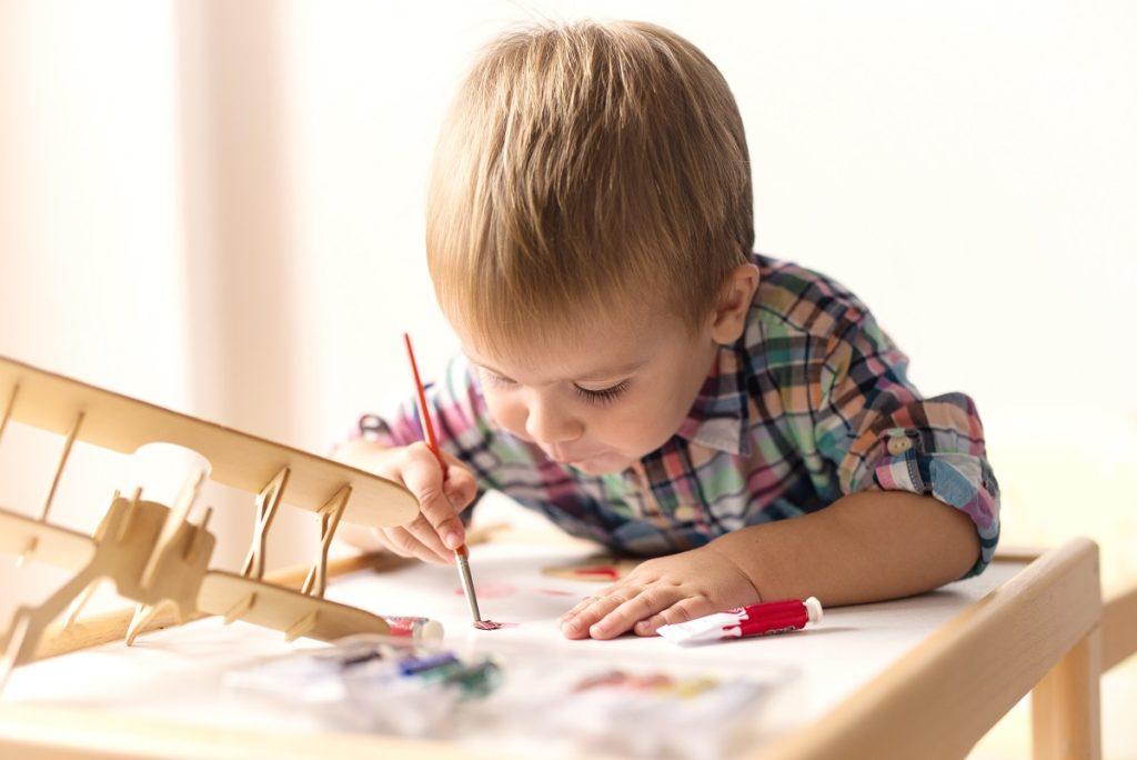 Kid doing arts