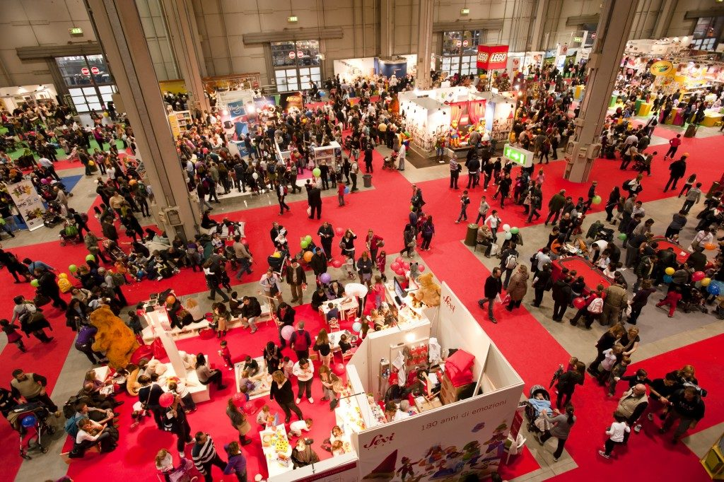 pack of people attending a trade show in aerial view